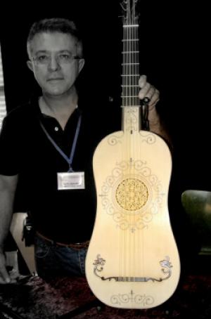Carlos González, Luthier