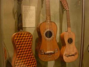 Exposición de guitarras de Luis Delgado, en el Festival de Música Antigua de Gijón