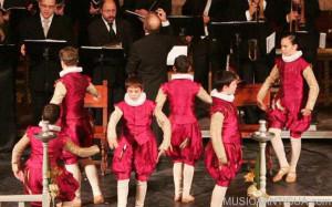 Lleno en la Basílica de Elche para la actuación de las Danzas del Corpus