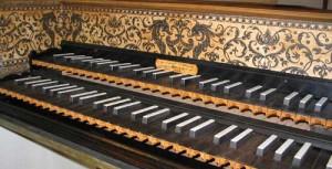 Se buscan en alquiler un clavecín doble teclado, un violoncello y un contrabajo