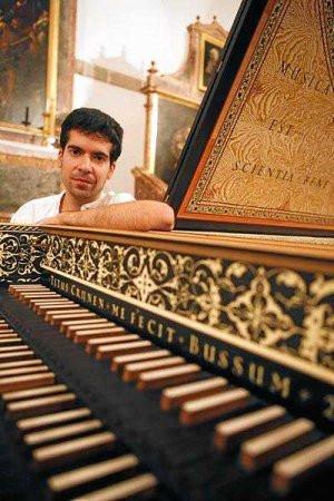 El clavecinista Diego Ares actúa hoy en la Sala de Cámara de Riojaforum