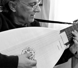 José Miguel Moreno, Maestro en instrumentos históricos de cuerda pulsada