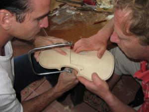 Luthiers en Cuba: mucha pasión y pocos medios