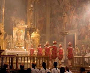 Los Infantes Danzantes preparados para bailar en la procesión claustral del Real Colegio Corpus Christi de Valencia