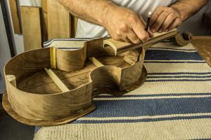 ¿Te gustaría aprender a fabricar una vihuela on line?