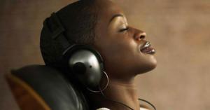 La música nos emociona, nos da placer y nos ayuda a controlar el sistema nervioso