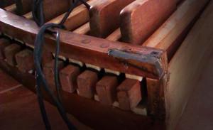 Un joven construye un órgano a imagen y semejanza del Barroco